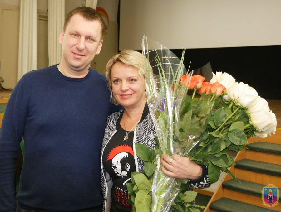 Актриса Ирма Витовская с мэром Покрова Александром Шаповалом