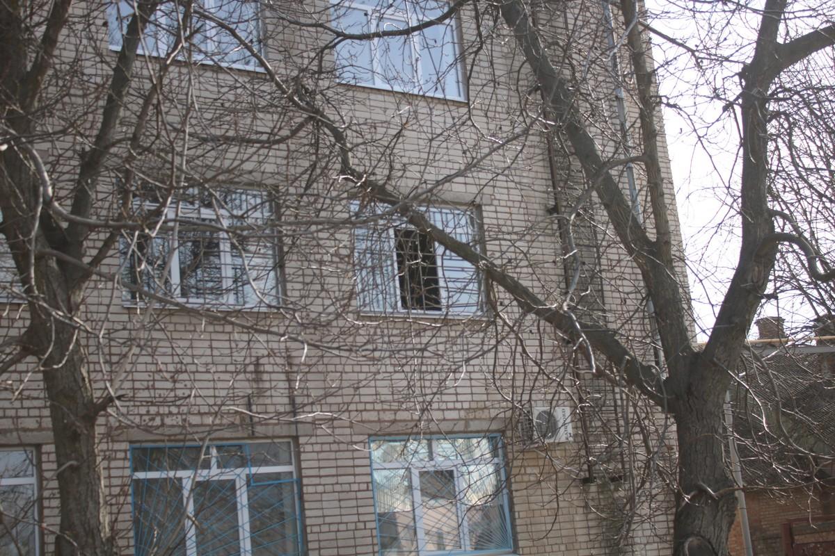 Воры через окно залезли на станцию скорой помощи