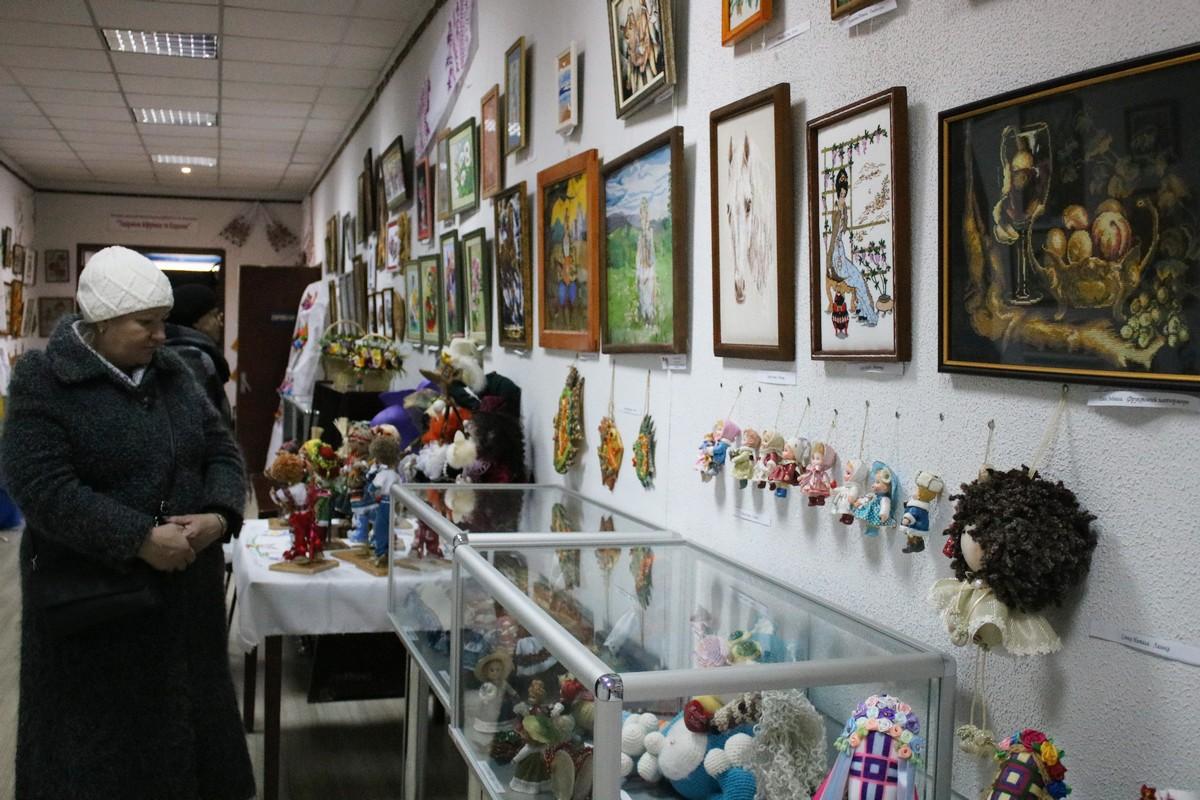 В краеведческом музее Никополя проходит выставка женского творчества