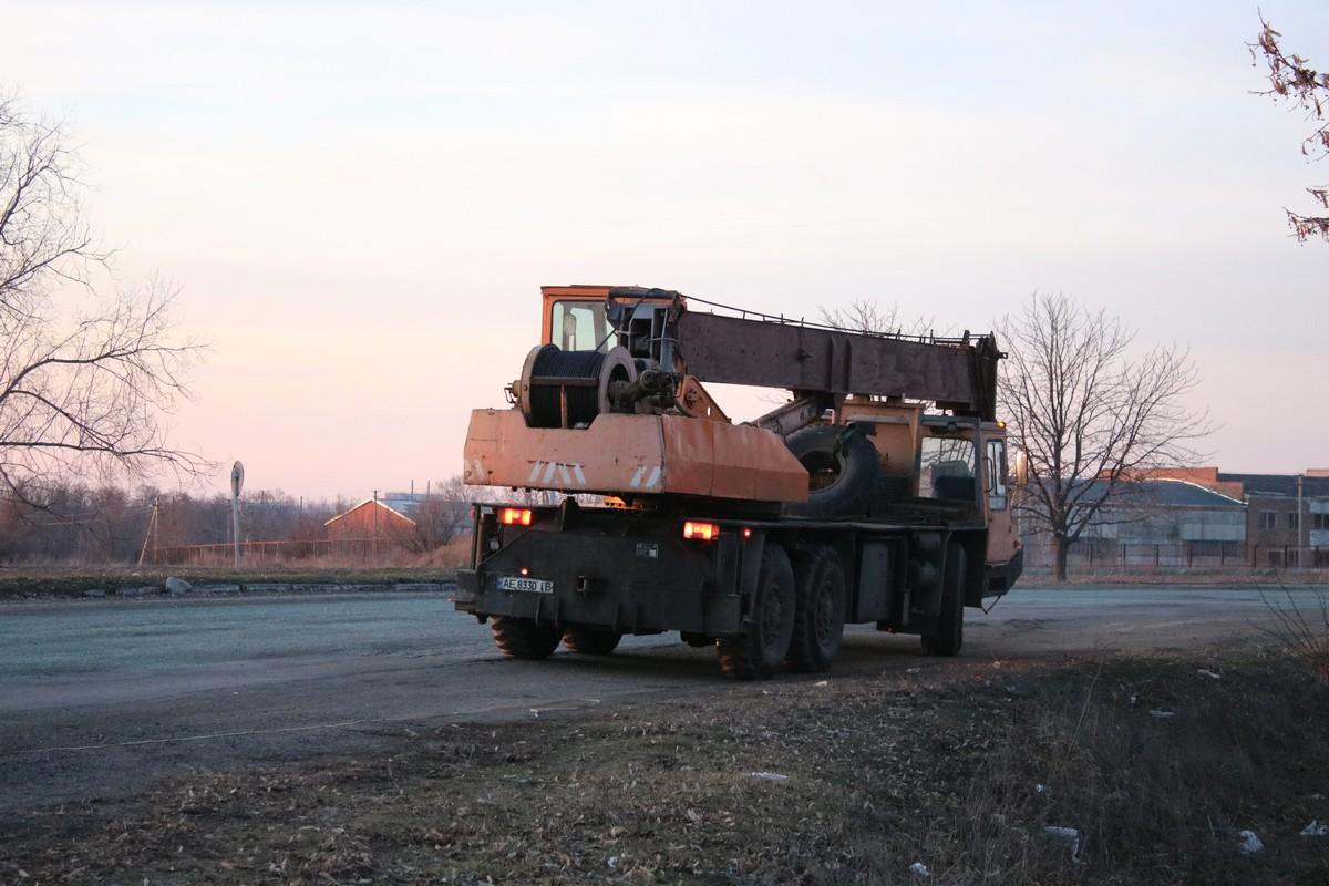 Убирать металлолом с дороги будут с помощью автокрана