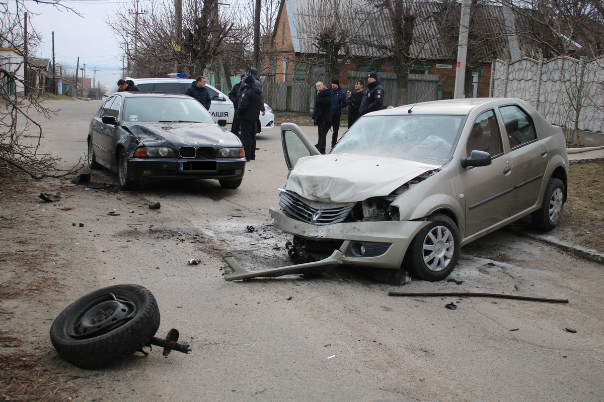 Водитель Renault Logan получил черепно-мозговую травму