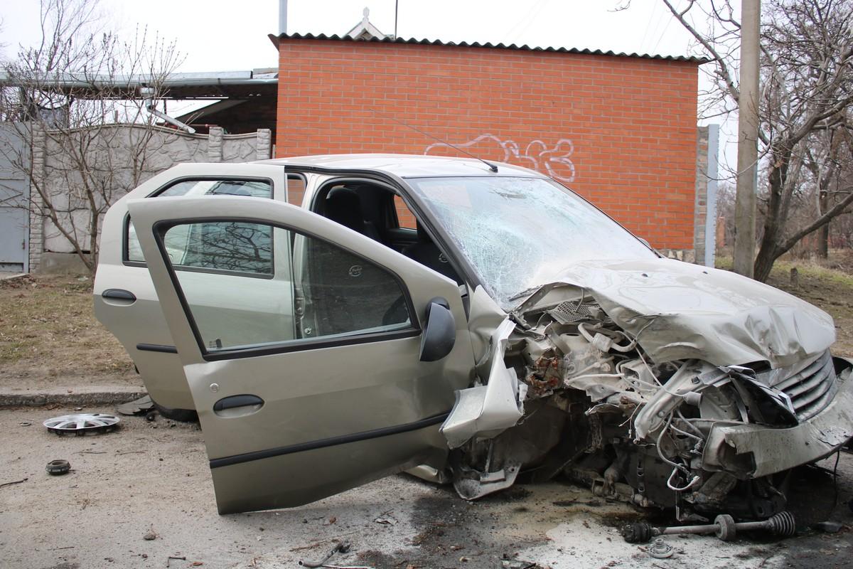 В машине была 12-летняя пассажирка, девочка получила царапины и ушибы