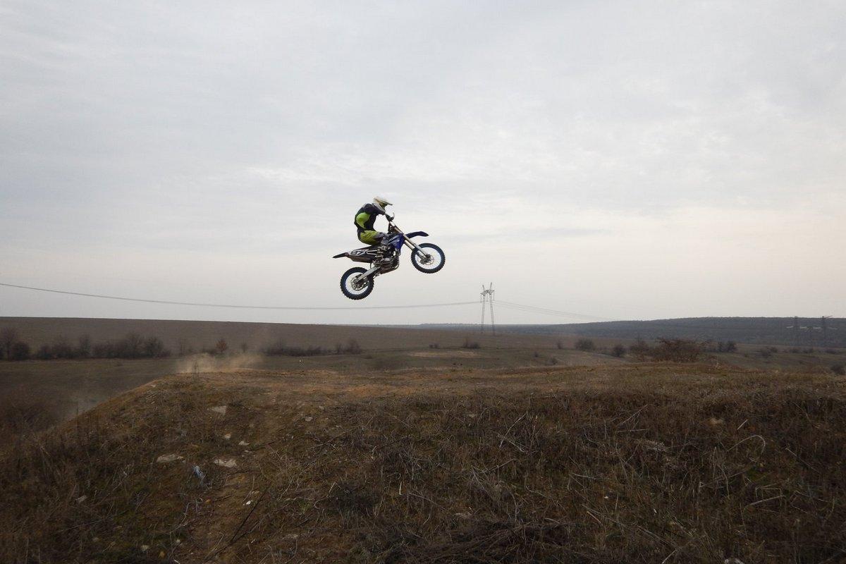 На горных мотоциклах можно даже лететь