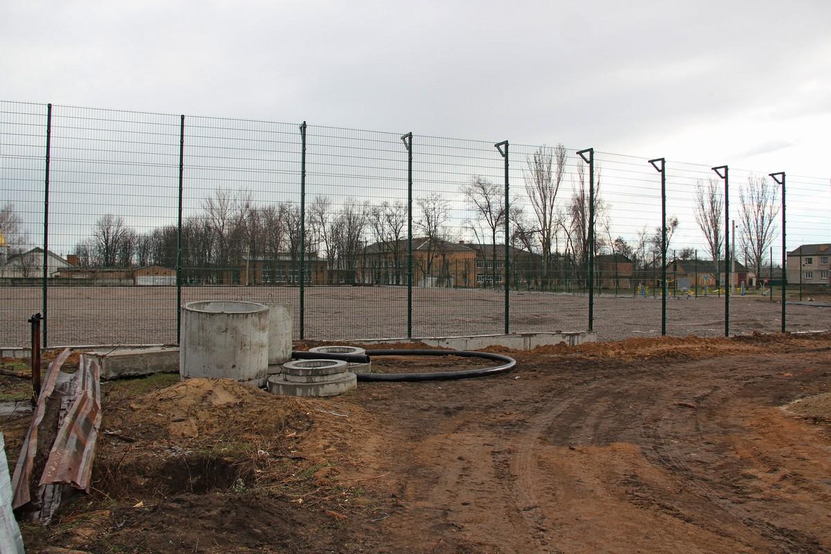 В селе Приднепровское строят современный футбольный стадион