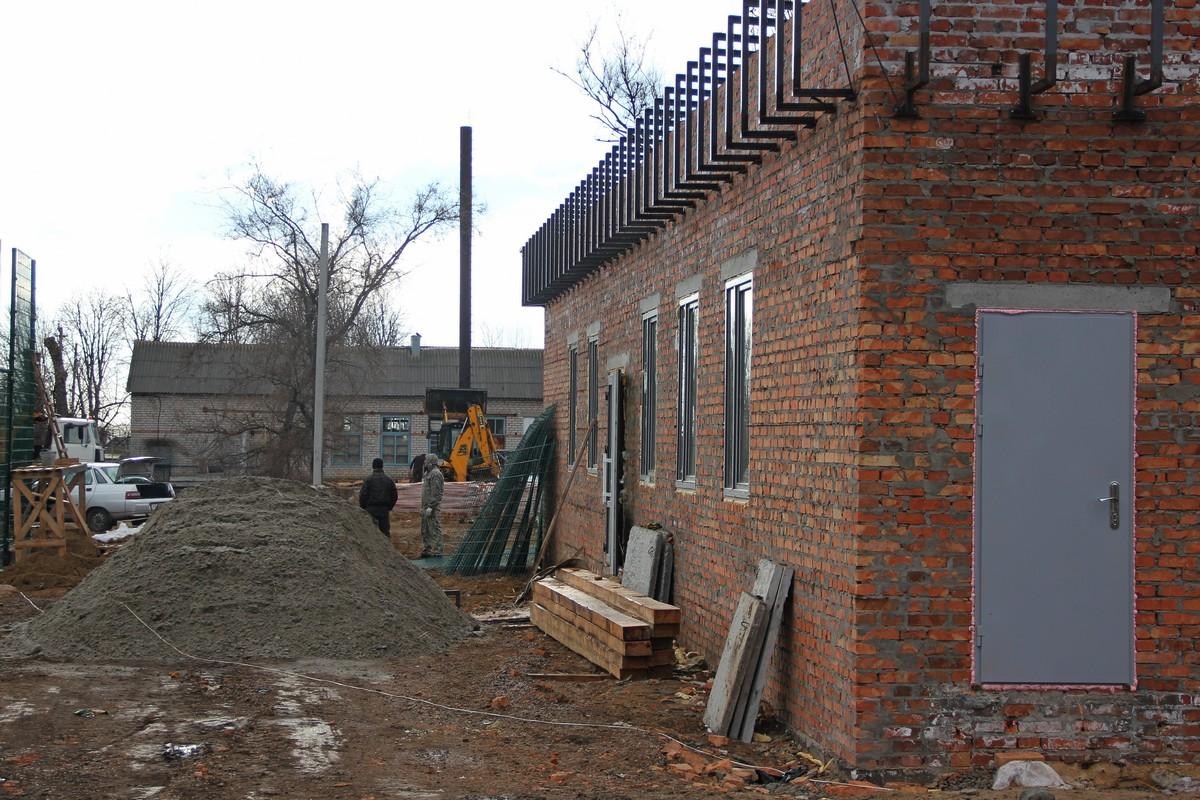 Здание в котором будут раздевалки, душевые и туалет