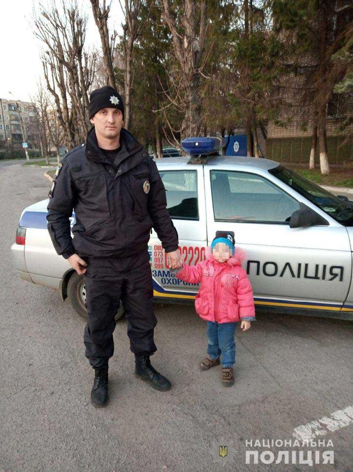 В Никополе полицейские нашли 4-летнего мальчика и вернули родителям