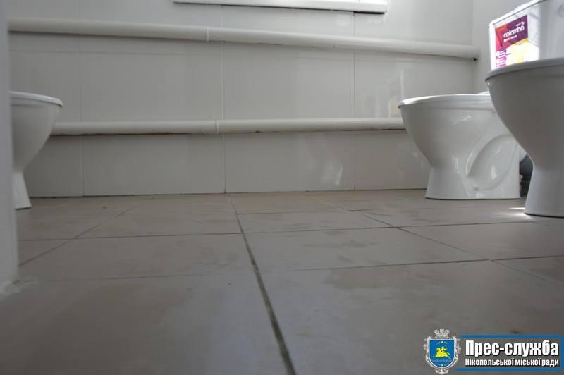 В полу заделали дыры глубиною полтора метра