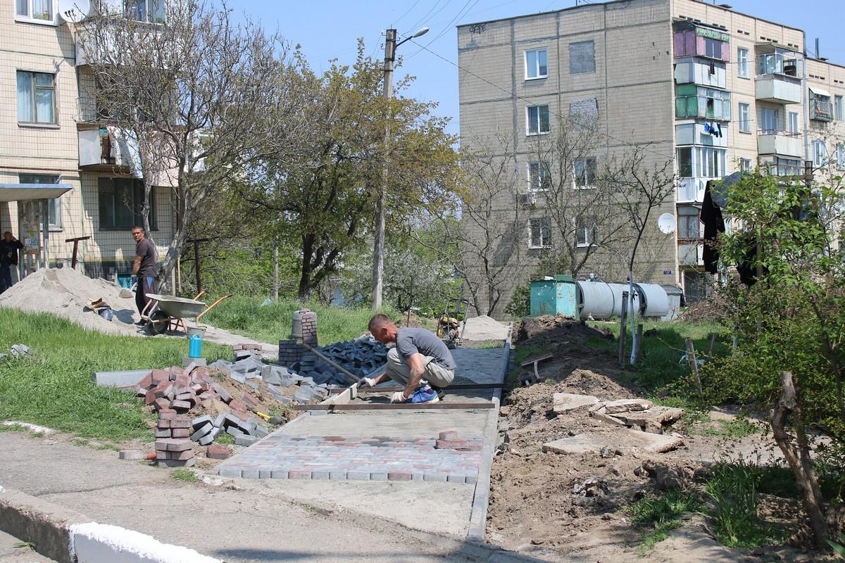Возле дома № 29 по улице Виктора Усова