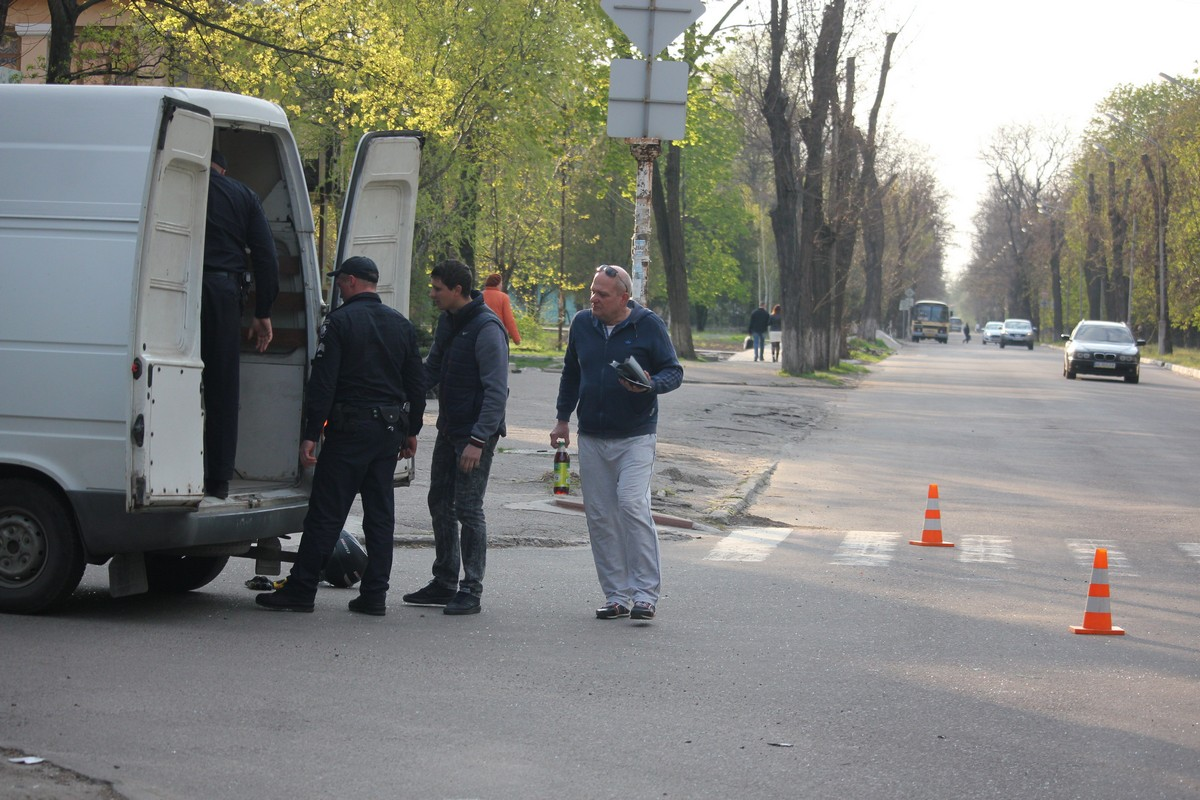 Водитель автомобиля ВАЗ-2112 не заметил на главной дороге мотоцикл
