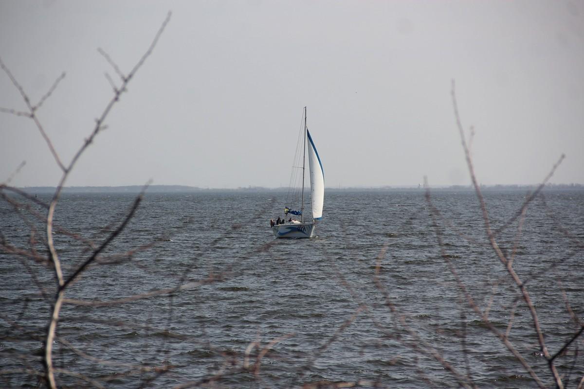Некоторые яхтсмены спустили судна на воду
