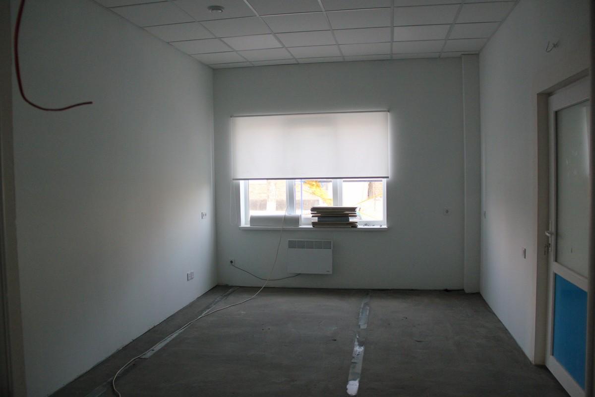 Внутри просторные кабинеты