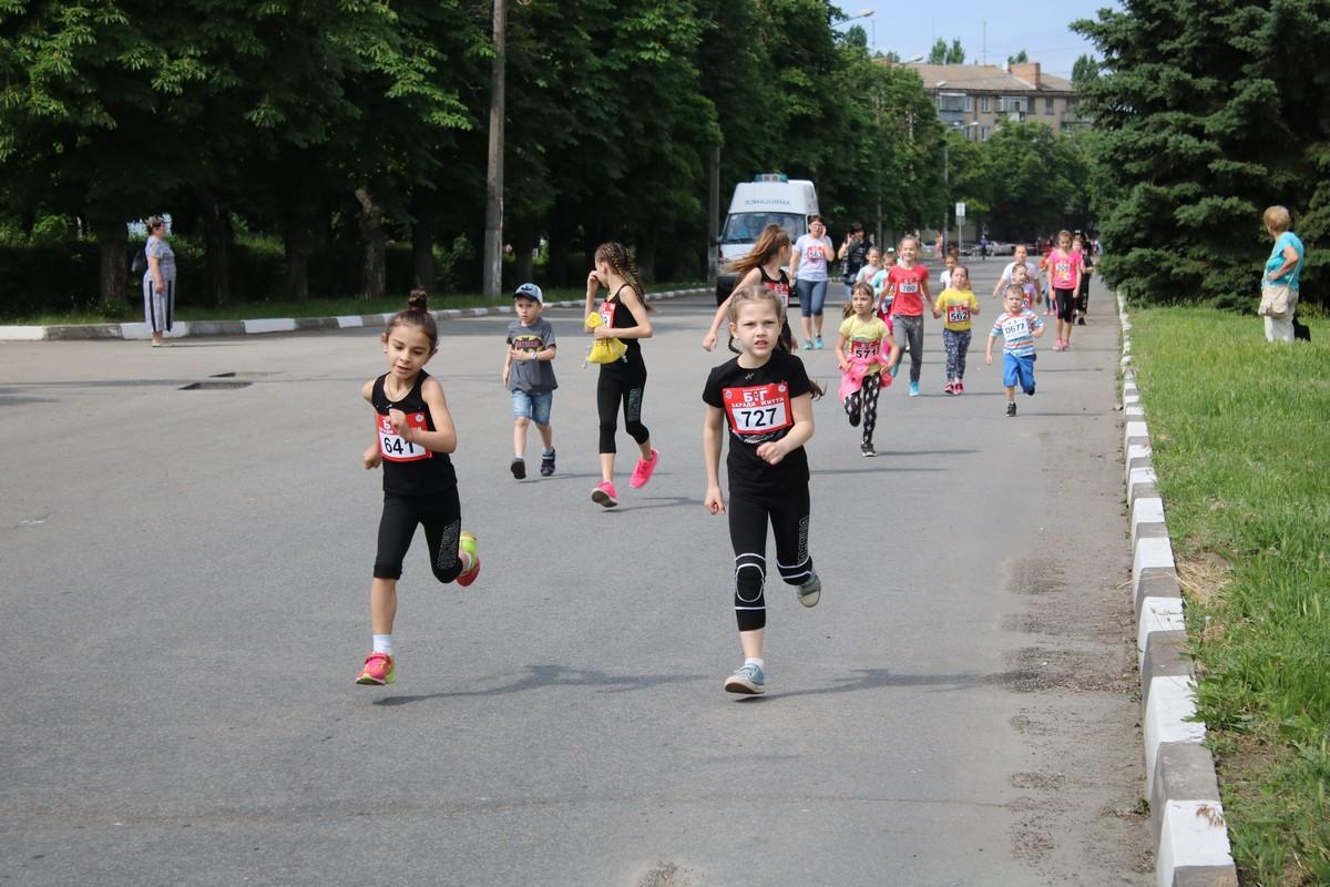 Дети преодолели дистанцию 600 метров
