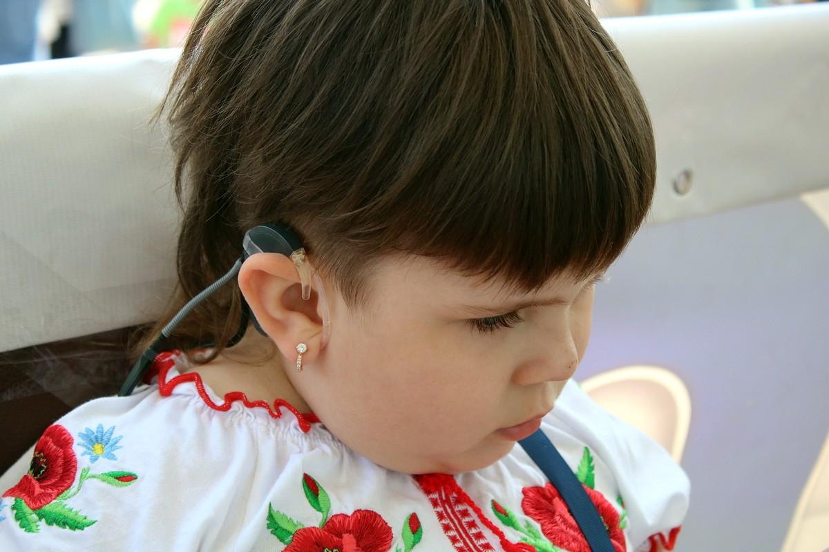 Маше необходим еще один слуховой аппарат