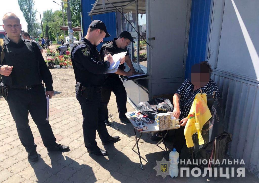В Марганце полицейские изъяли 400 пачек безакцизных сигарет и 80 пиратских дисков