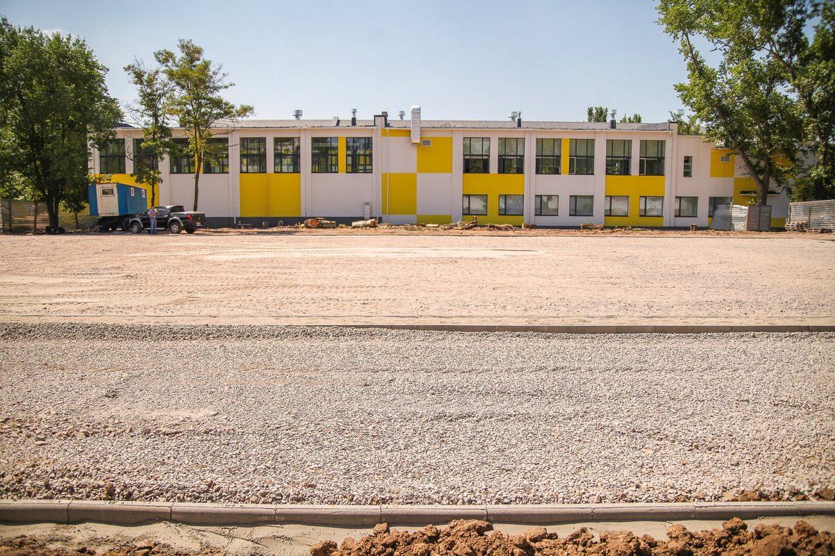 В Покрове рядом с новой школой строят стадион