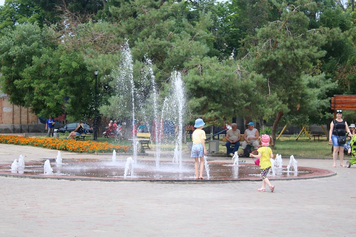 В этом году симпозиум проходит возле сквера в старой части города