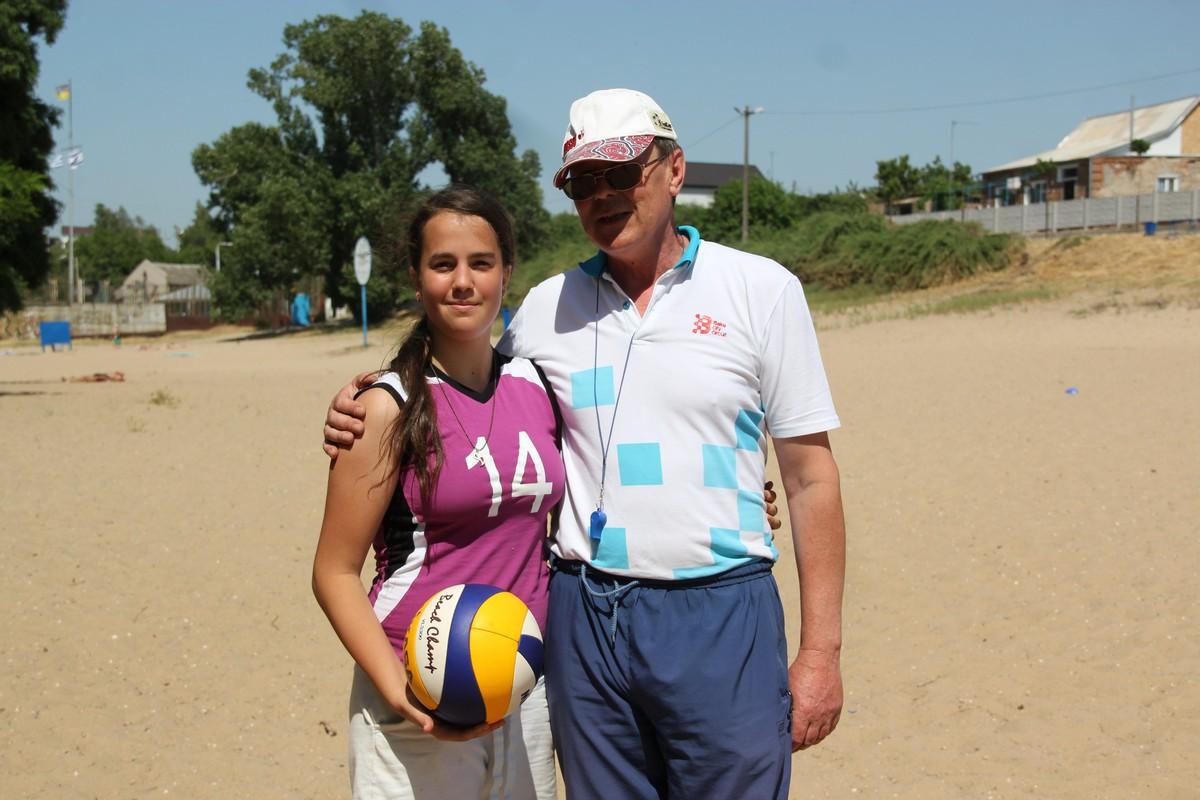 Тренер по волейболу ДЮСШ №1 Сергей Павлович Рыженко с воспитанницей