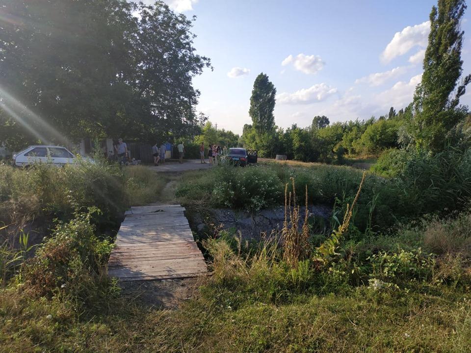 Путь к дому пролегал через этот мостик