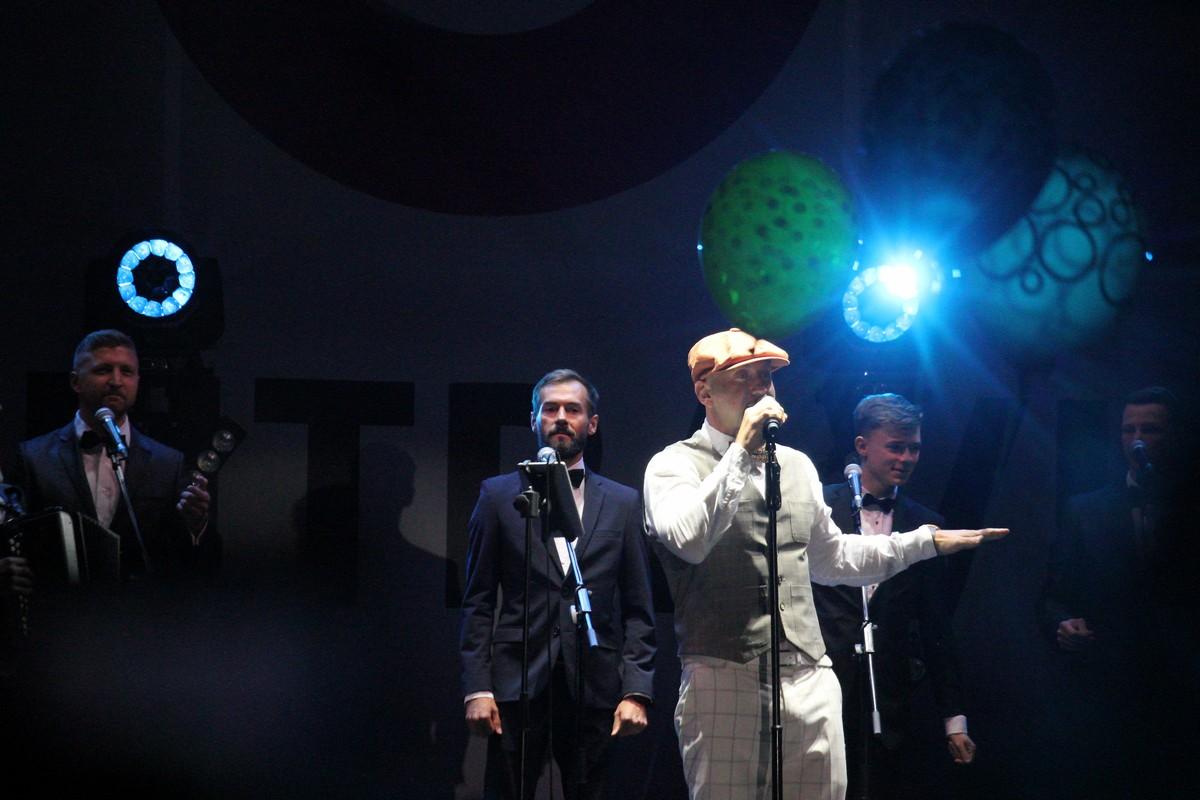 На сцене Полиграф ШарикOFF