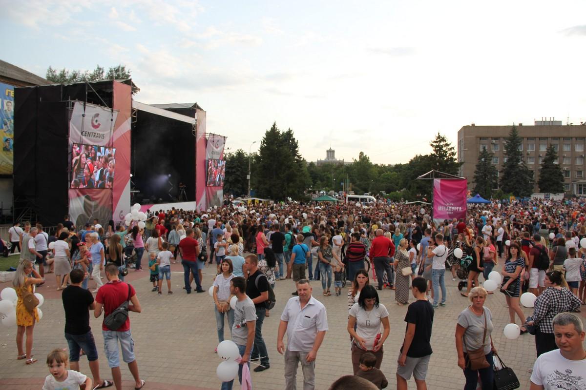 До концерта еще 2 часа, а публики уже много