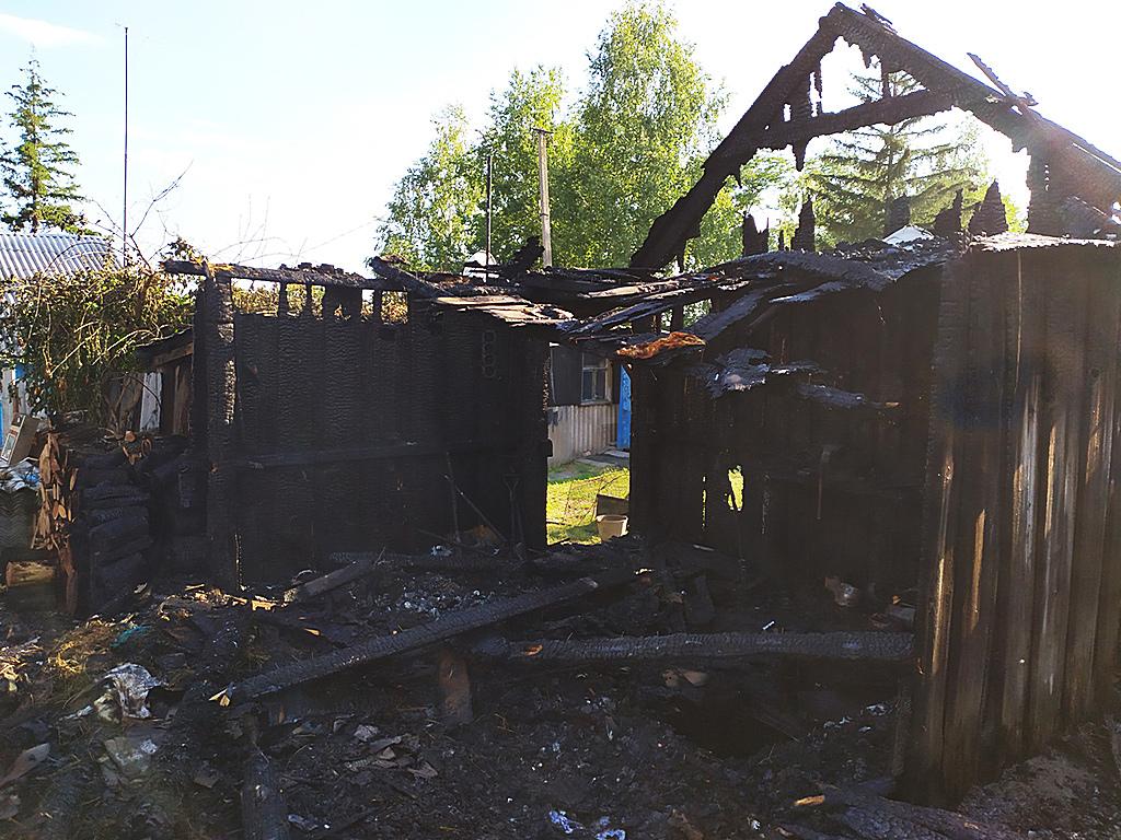 В Марганце на территории частного дома случился пожар