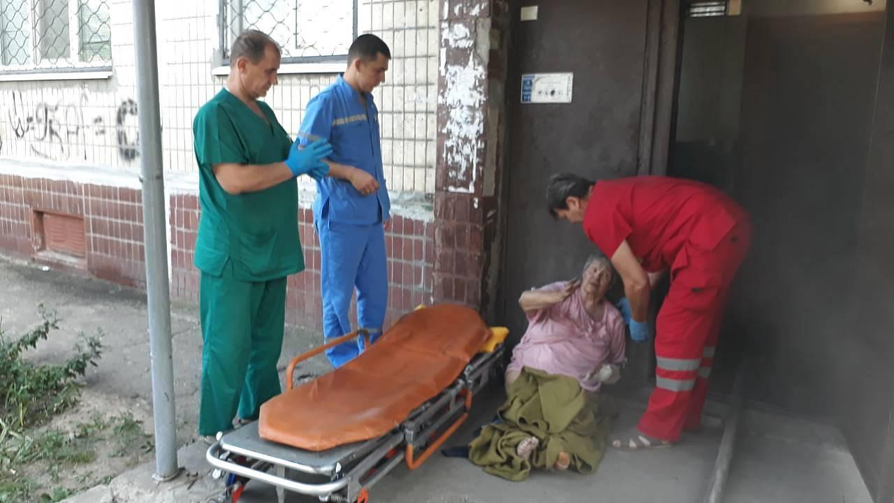 В Никополе пожилую женщину спасли из горящей квартиры