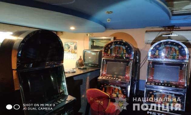 В Никополе провели обыск в подпольном зале игровых автоматов