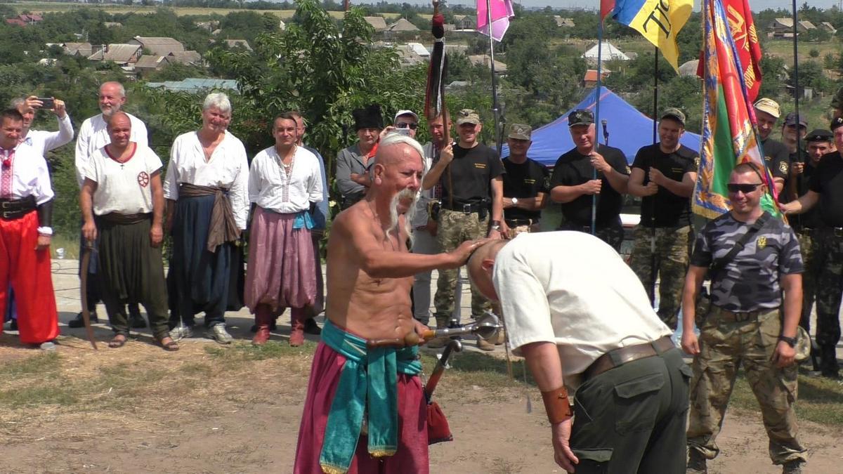 Воинов посвятили в казаки и джуры