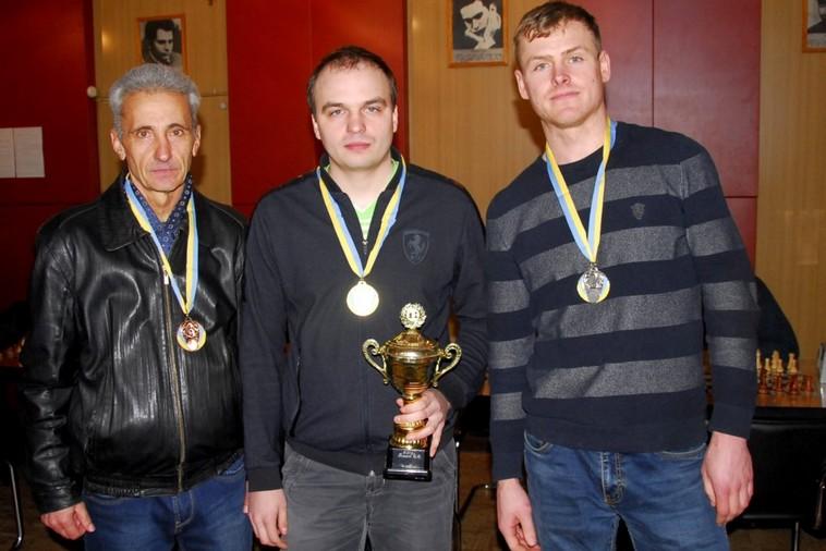 В центре - Сергей Асауленко