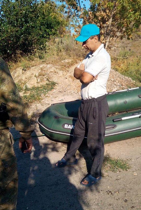 Нарушитель ловил рыбу с резиновой лодки запрещенным орудием