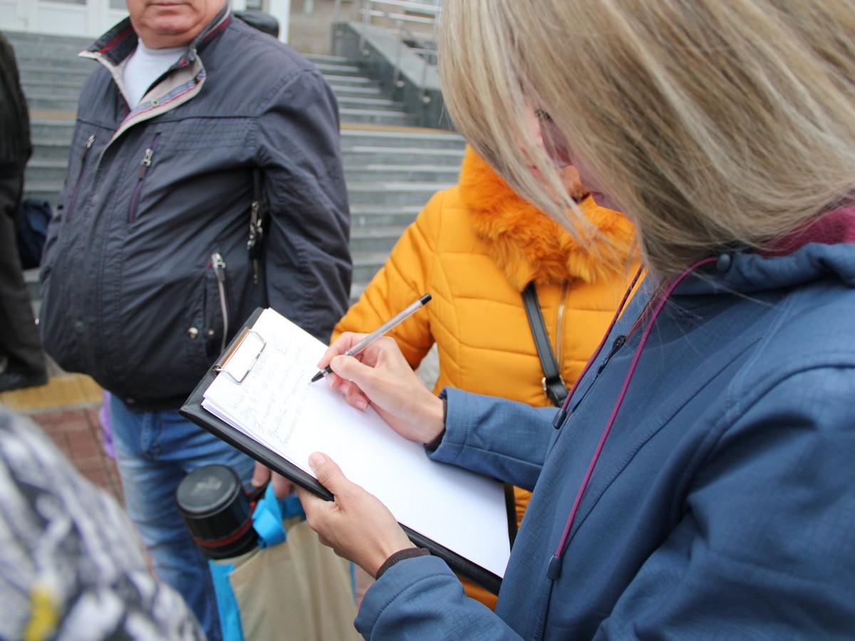 Участники акции составили и подписали обращение