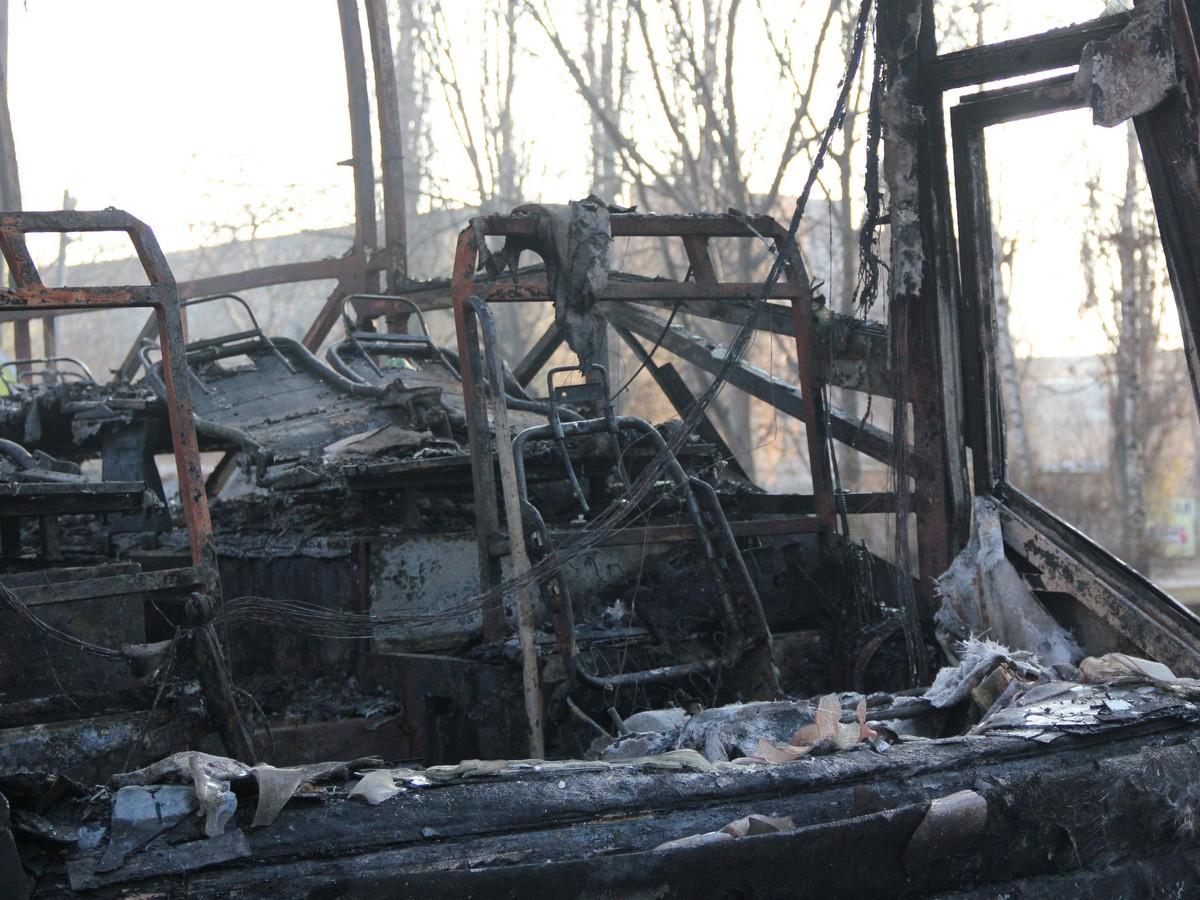 Водитель успел выскочить с огнетушителем