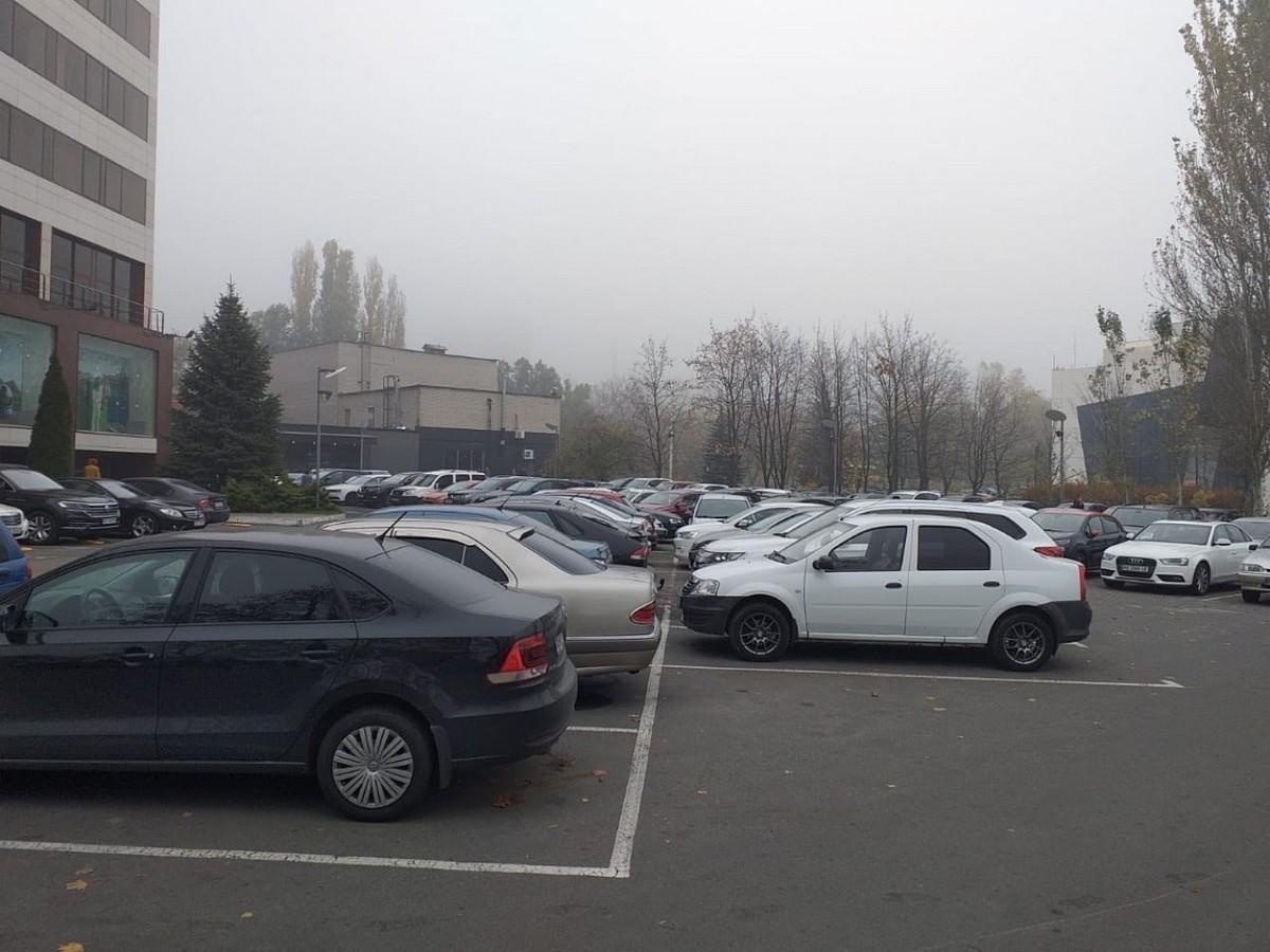 Парковка возле ПриватБанка