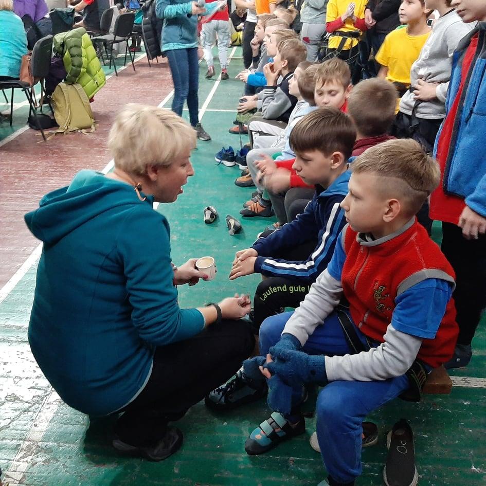 Тренер Ирина Борщаговская с юными воспитанниками