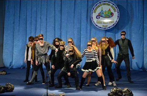 На зрительский суд они представили спектакль и пантомиму