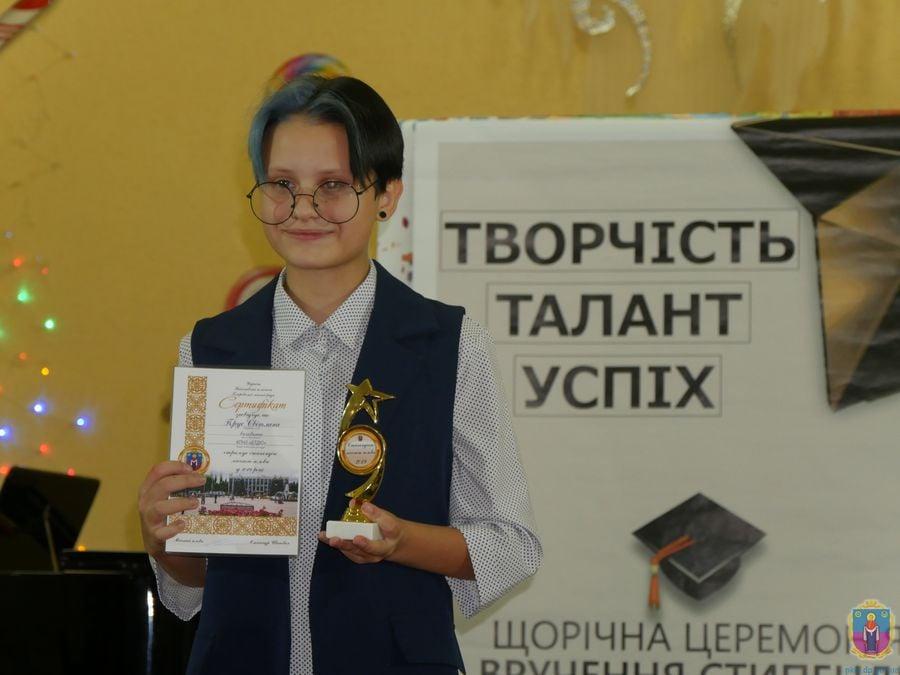 В Покрове талантливым детям вручили стипендии