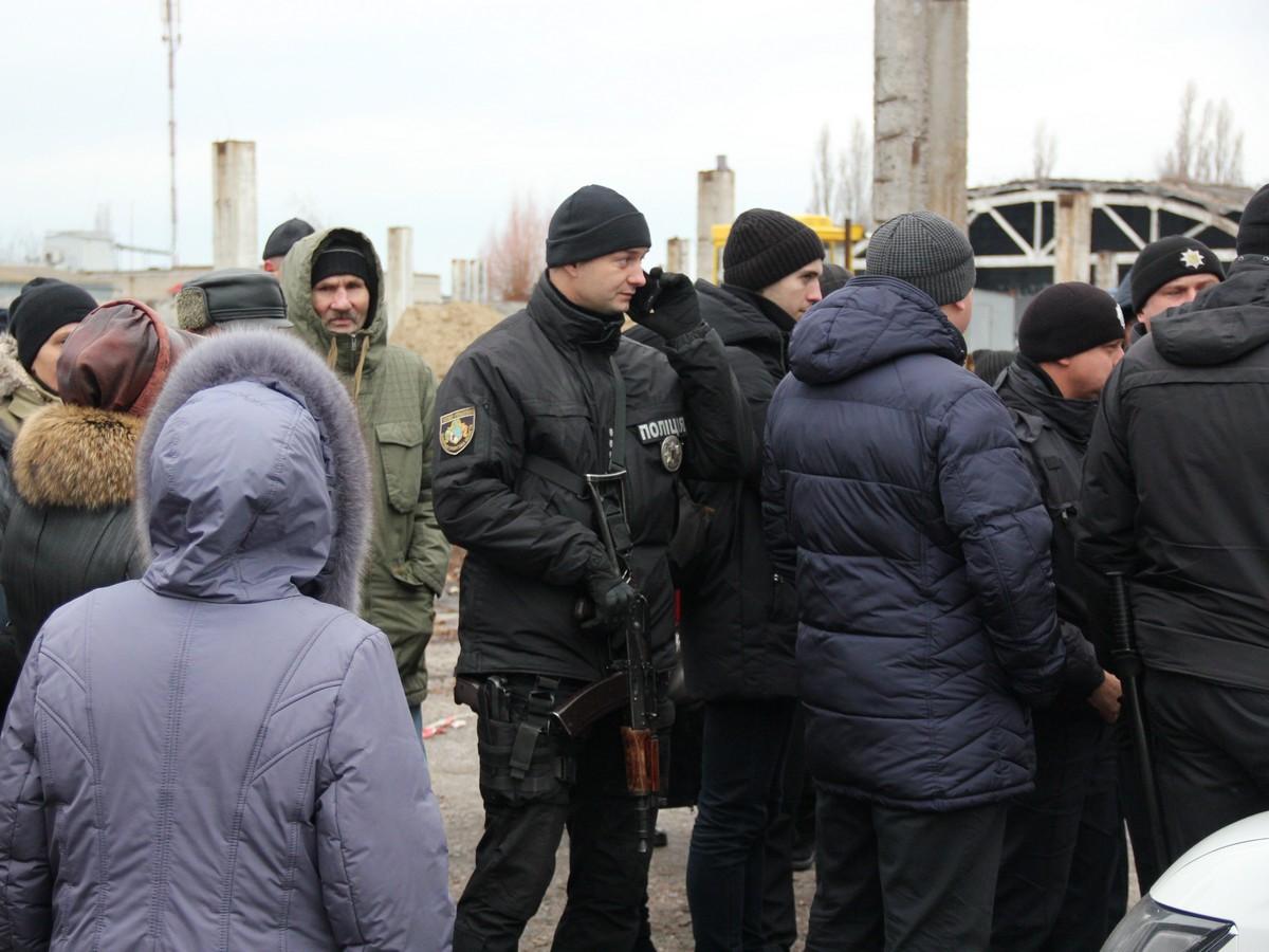 Полиция вооружена