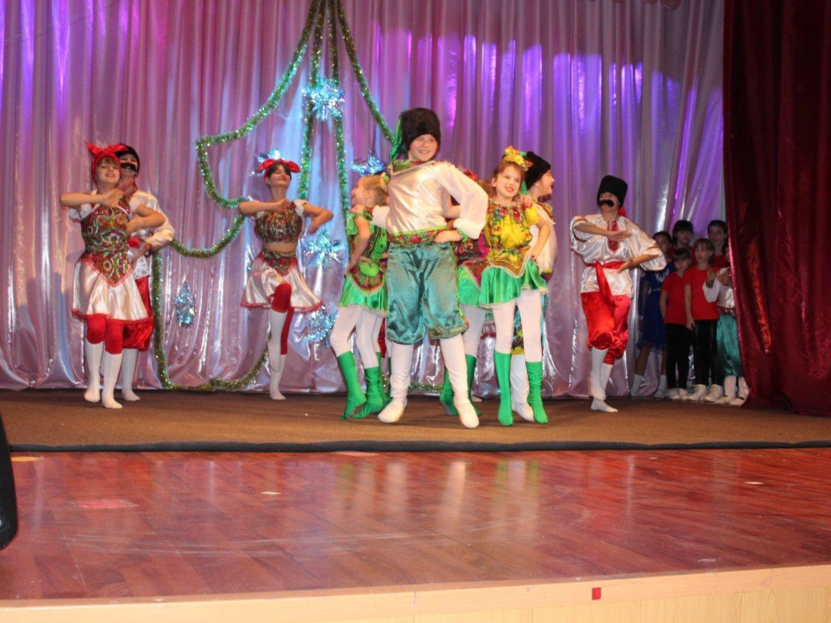На сцене Дома культуры в с. Покровское