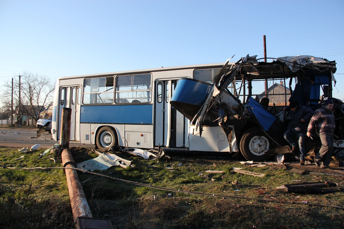 Автобус вез рабочих на смену