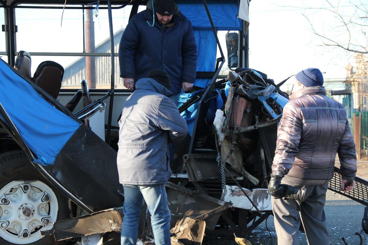 По официальной информации, пострадало 10 человек и 1 погиб, по неподтвержденной - погибших двое, еще около 17 человек с травмами