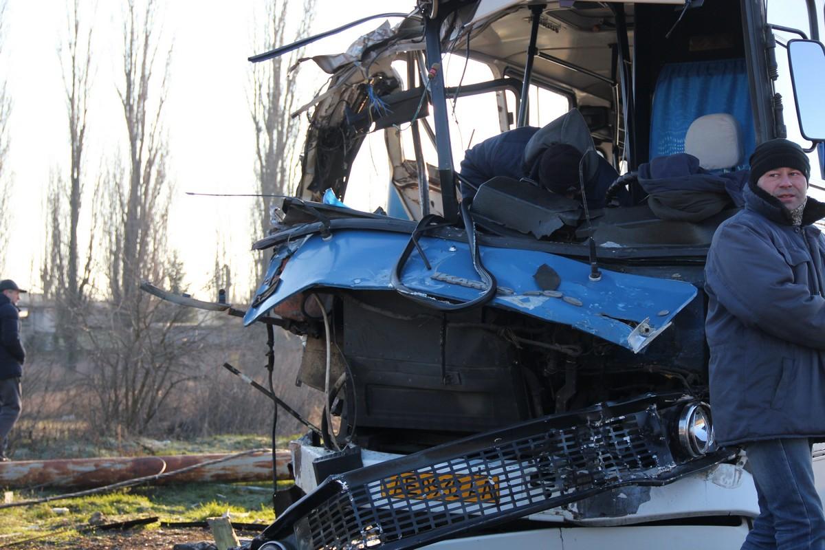 Пострадал заводской автобус и пассажиры