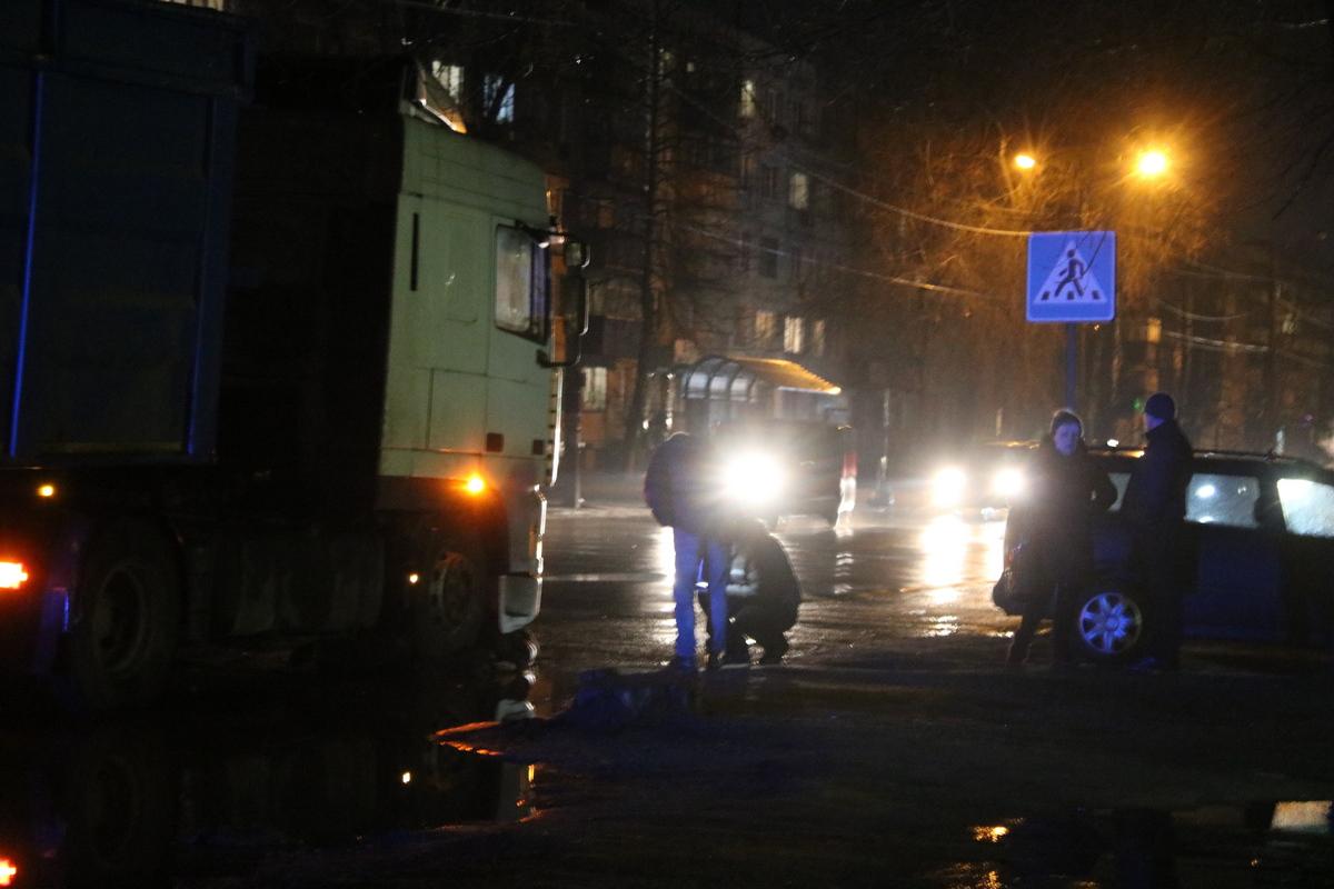В Никополе на улице Героев Чернобыля пешеход попал под колеса фуры