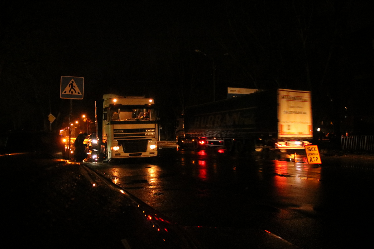На дороге темно