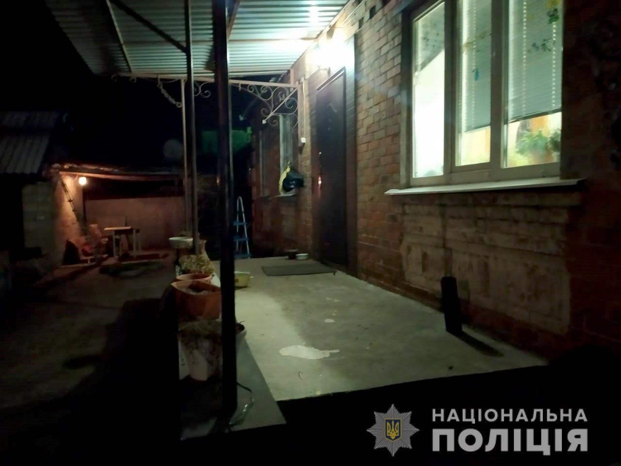 В Никополе 19-летний парень угрожал ножом подростку и требовал отдать долг