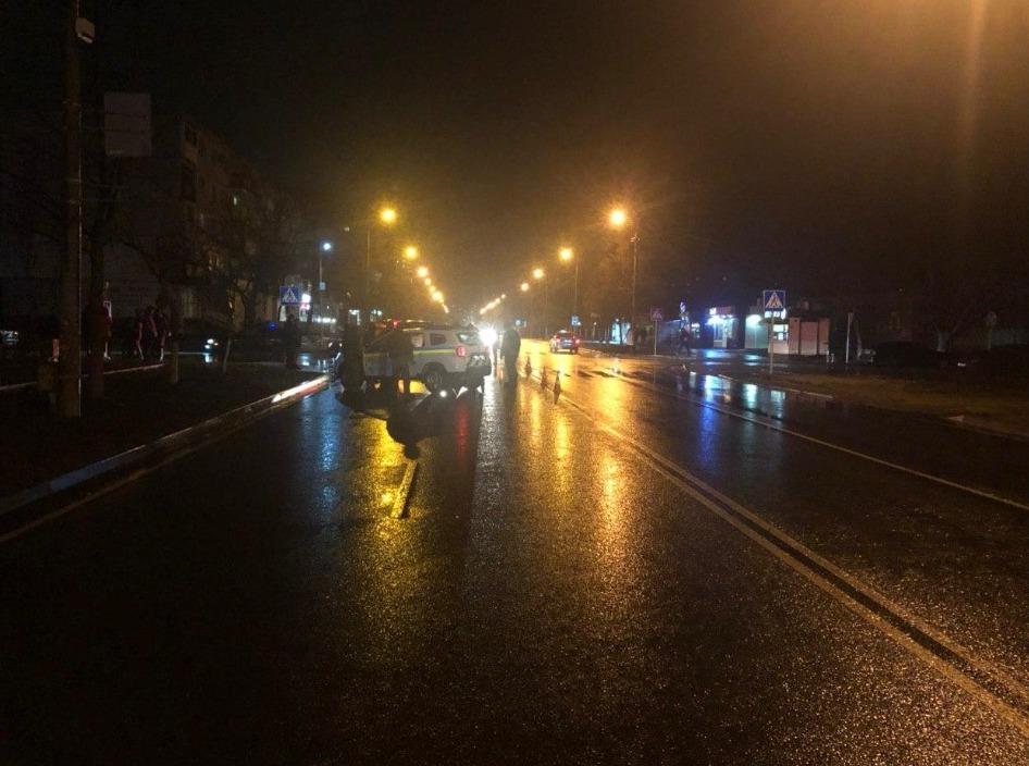 """В Энергодаре на """"зебре"""" автомобиль сбил 10-летнюю девочку"""
