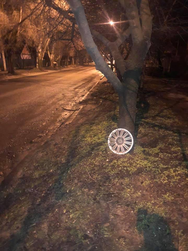 Водители теряют колпаки от колес и пробивают шины