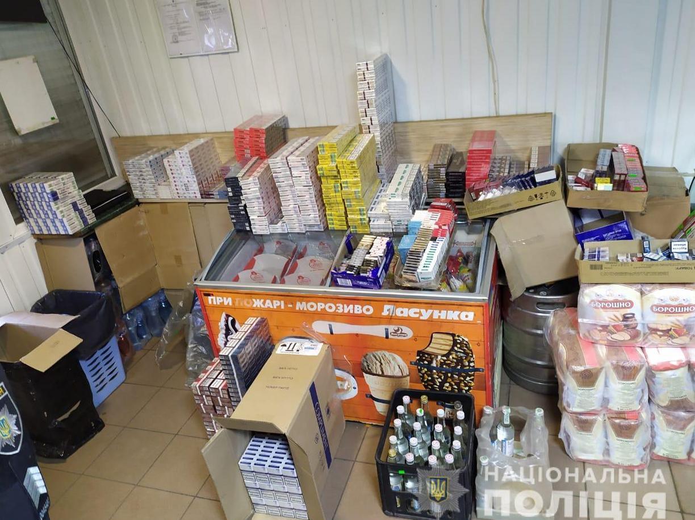 """В Никополе """"накрыли"""" два магазина с нелегальными сигаретами и суррогатным алкоголем"""