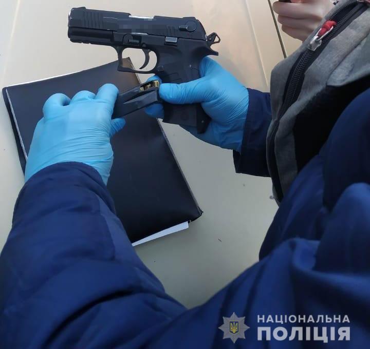 В Никополе у 41-летнего мужчины изъяли пистолет и 16 патронов к нему