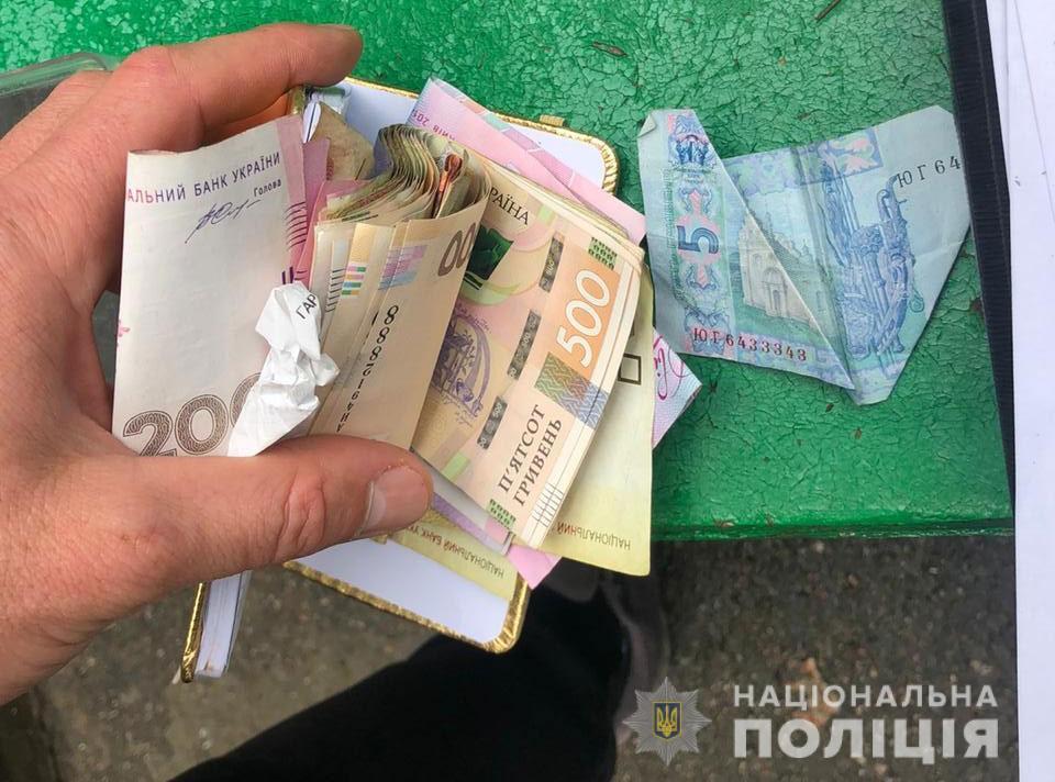 У мужчины изъяли 9 тысяч гривен