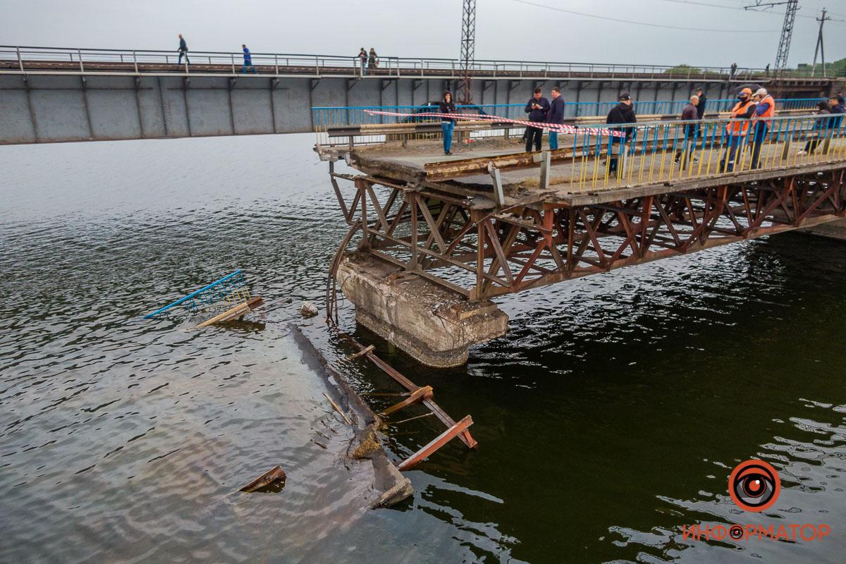 Мост рухнул в воду